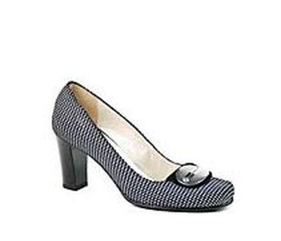 Серо-белый точечный принт и крупная пуговица на носке – это отличное украшение туфель Luca Verdi